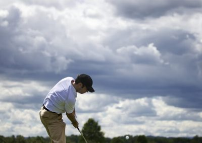 golf_player_pitching