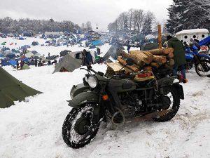 Motorradfahrer treffen sich im Winter: Elefantentreffen